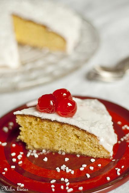Biskvitna torta sa djumbirom i kardamomom