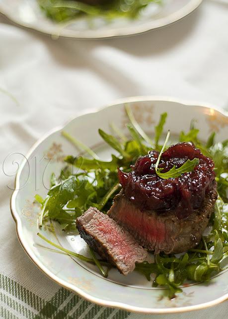 Biftek sa umakom od brusnica