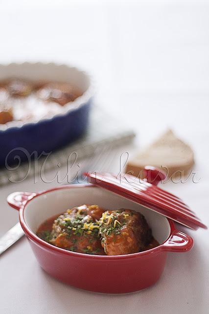 Pileće ćufte u sosu od paradajza začinjene limunom i đumbirom