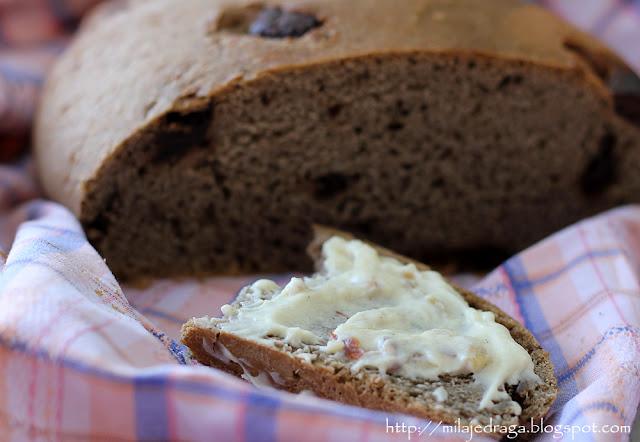 Čokoladni hleb sa namazom od maskarpone sira i badema