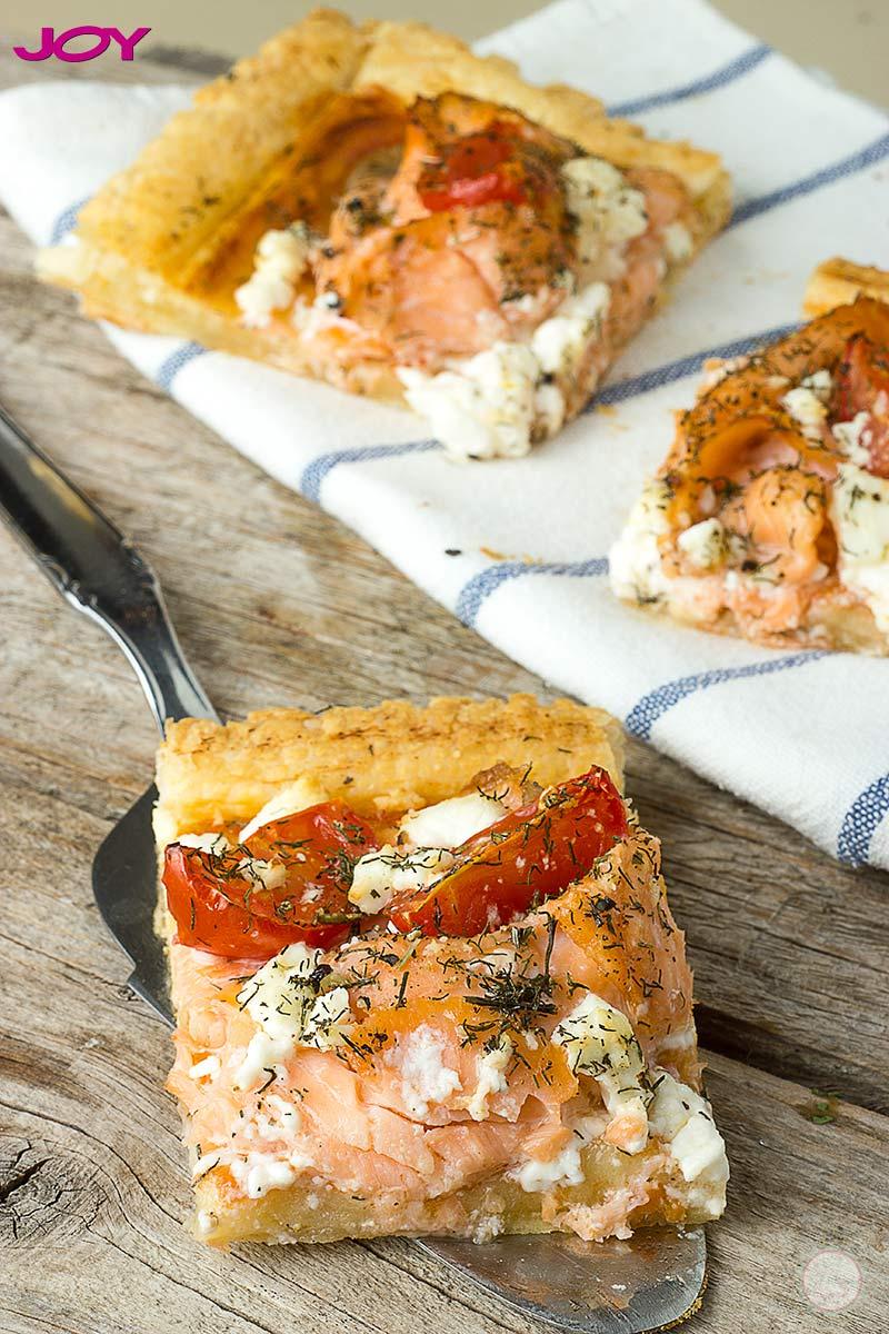 {Za magazin JOY} Dimljeni losos sa paradajzom na lisnatom testu