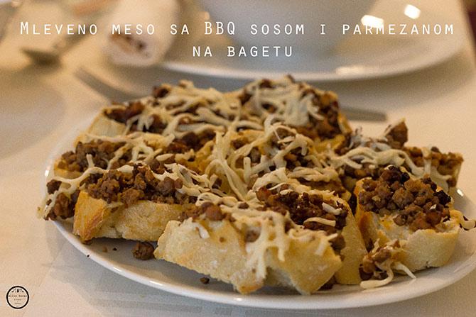 bbq-meso-na-bagetu