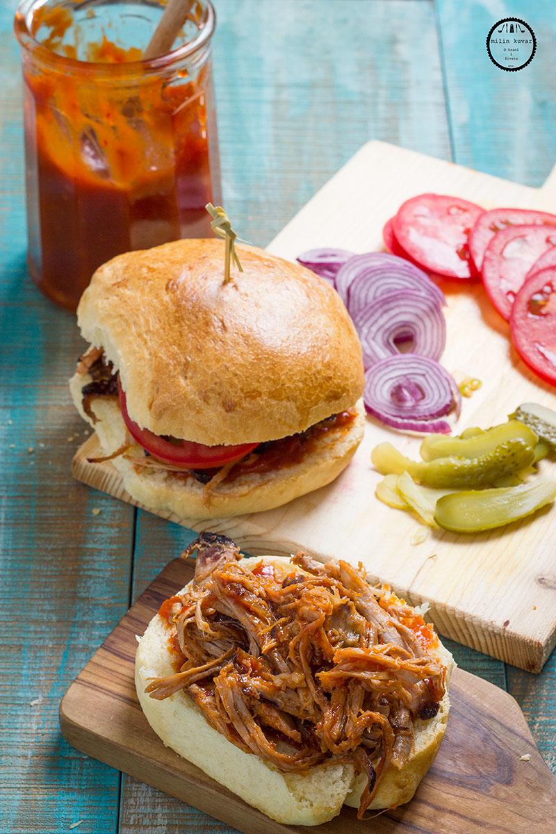 Markovi sendviči od cepkanog mesa sa BBQ sosom