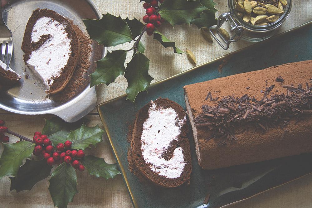 Čokoladni rolat sa kardamomom i javorovim sirupom