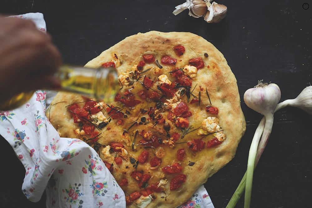 Traženje iskre ili Fokača sa paradajzom i kozijim sirom
