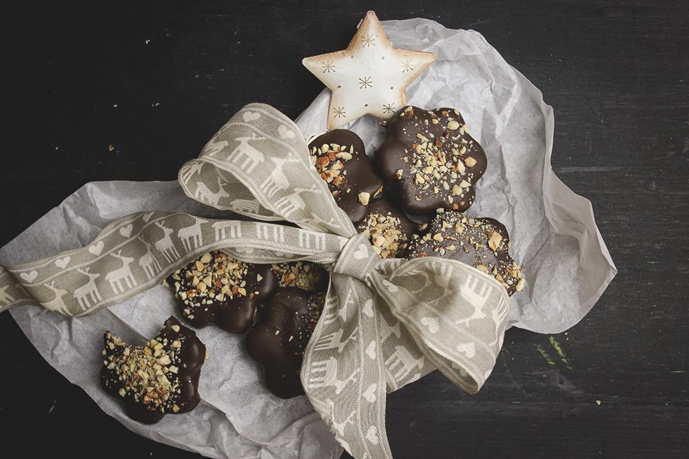 Badem keksići sa tamnom čokoladom