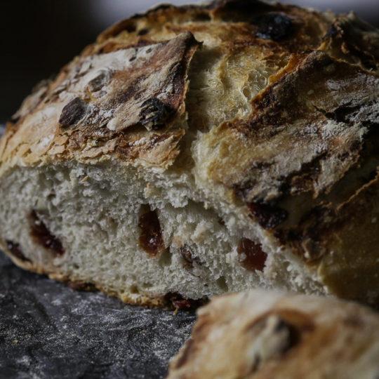 Rustični hleb sa brusnicom i bademom