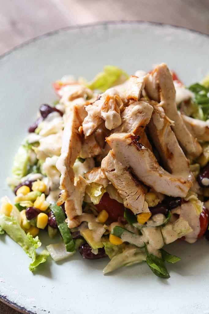 salata sa grilovanom piletinom