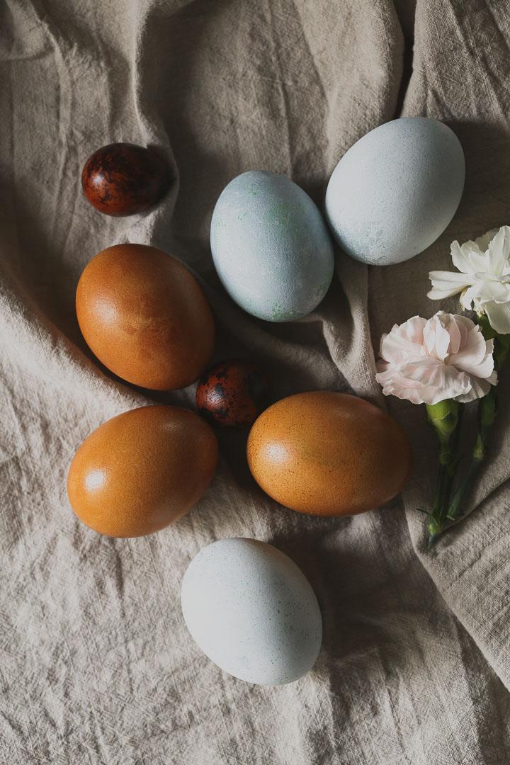 farbanje jaja u lukovini