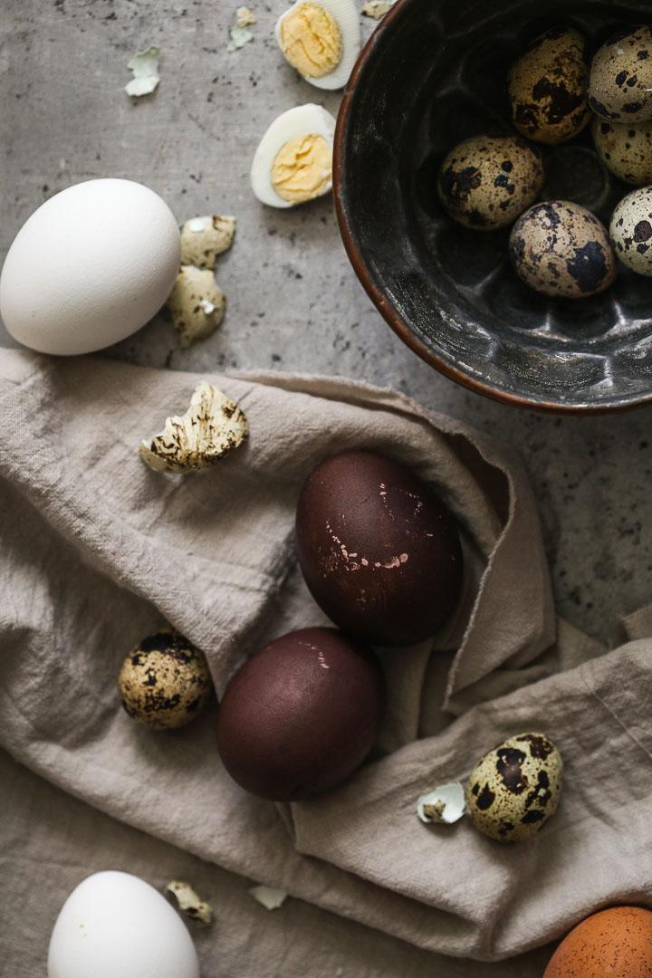 Farbanje jaja u crnom vinu