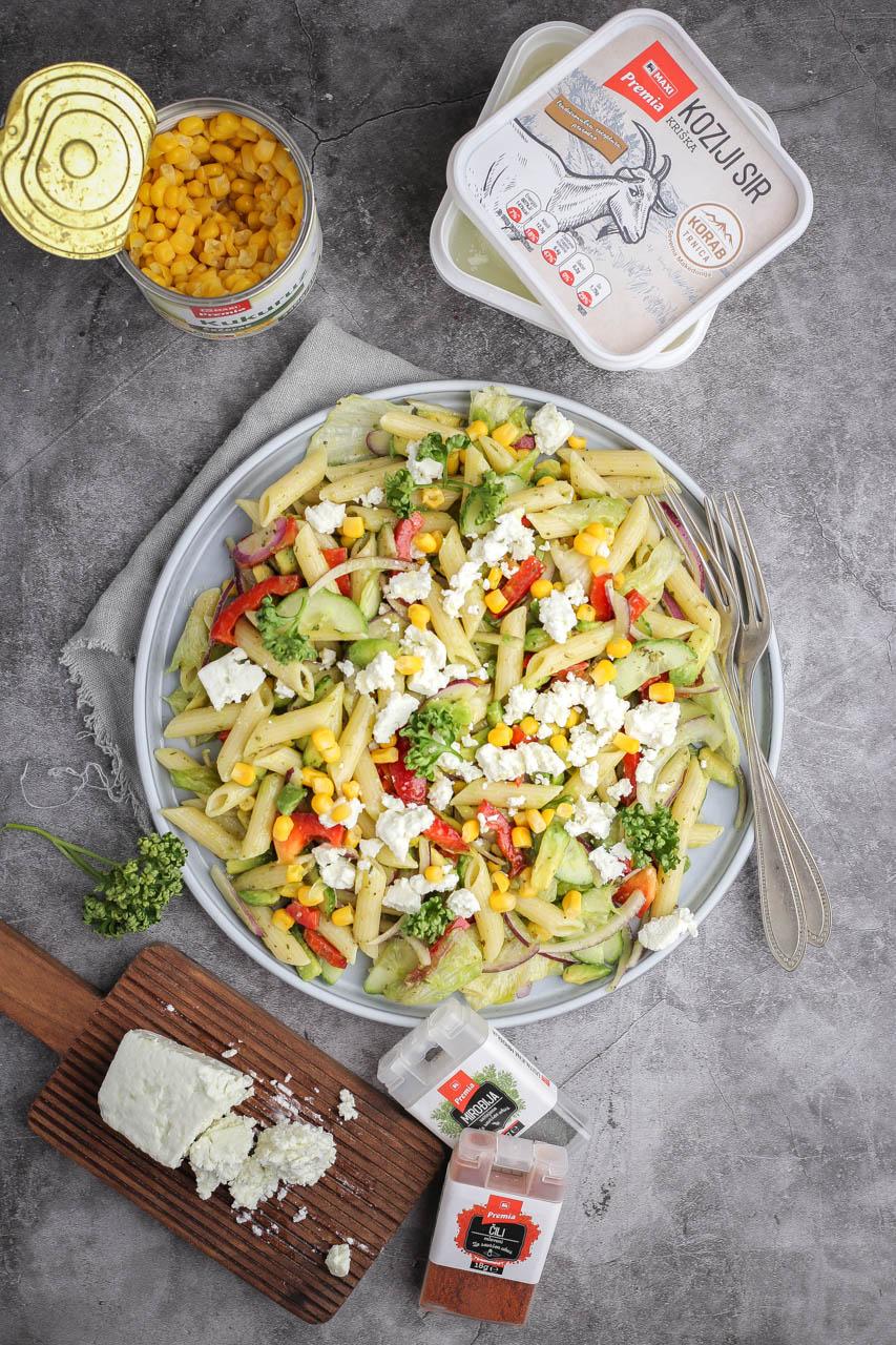 Hladna salata sa testeninom i kozijim sirom