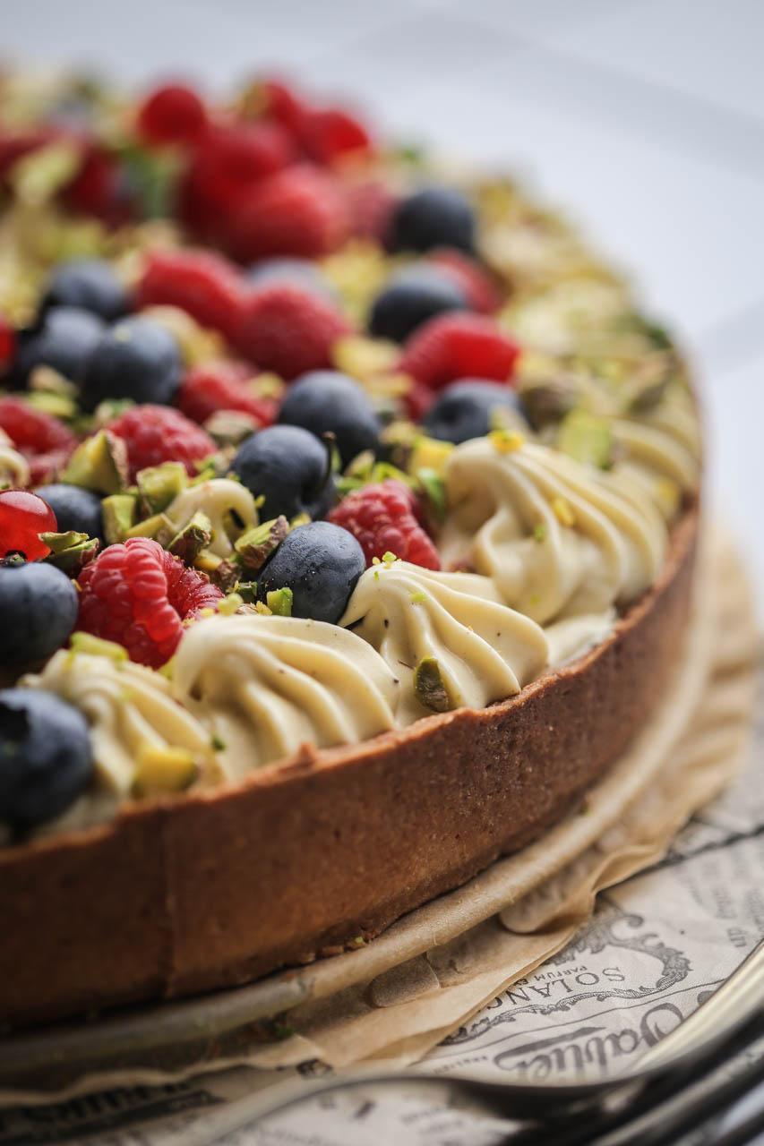 Tart sa pistaćima i voćem