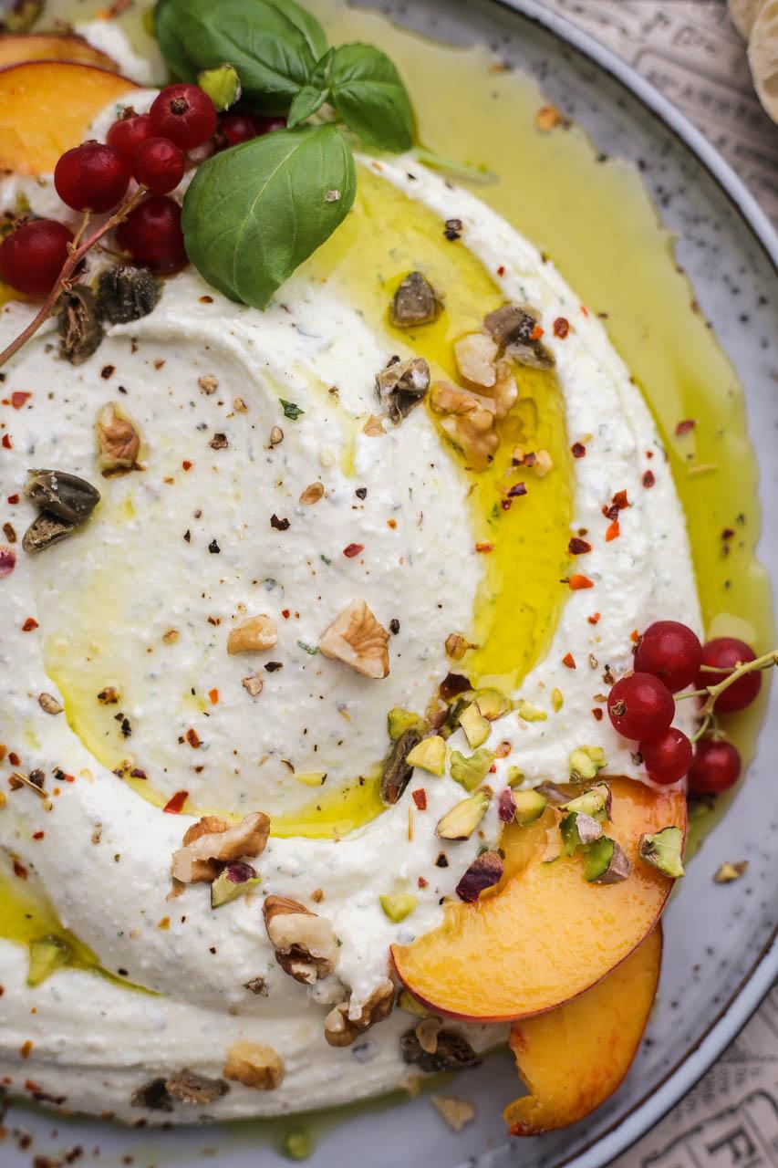 Umak od feta sira i bosiljka