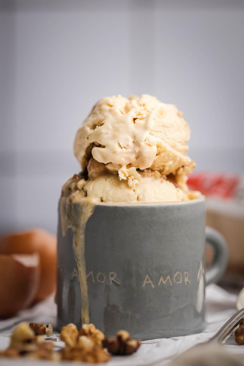 Sladoled sa karamelom i orasima