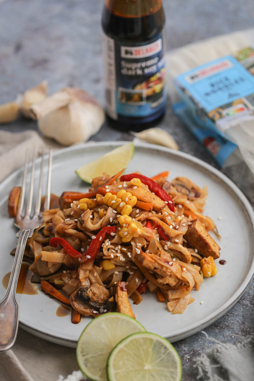 Pirinčane nudle sa povrćem i tofuom